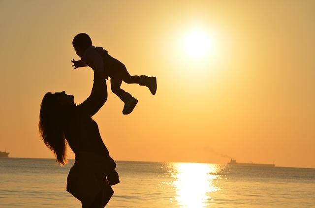 Licença-maternidade é direito de todas as mães: biológicas e adotivas